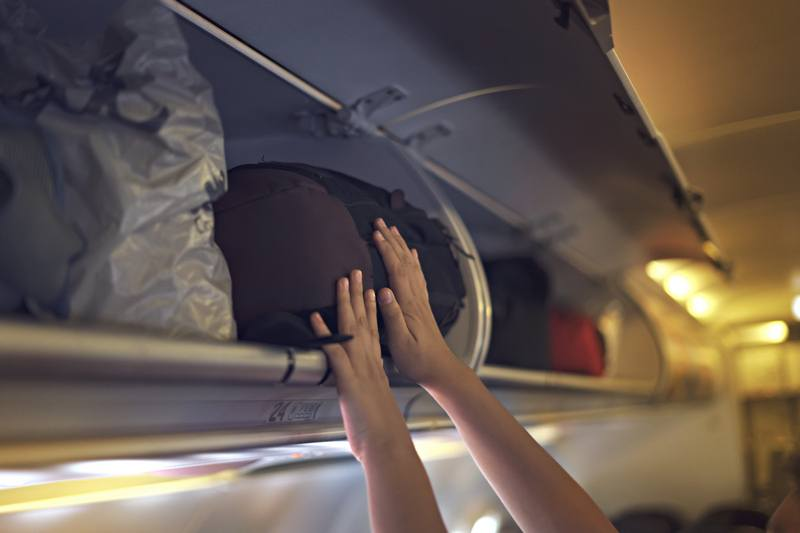carry on bag airplane overhead compartment
