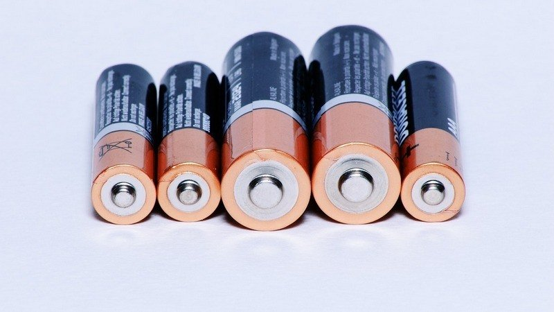 can you take batteries on planes dry batteries